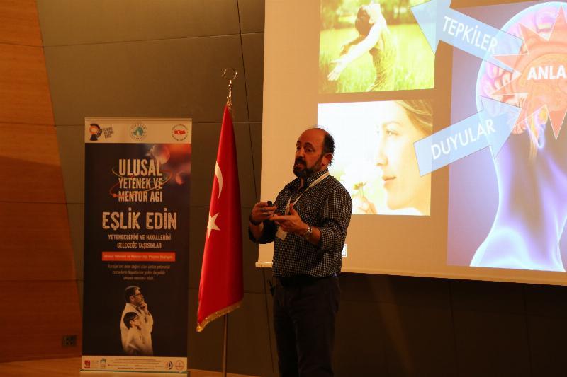 """Prof. Dr. Sinan Canan: """"Sosyal etkileşimler beyni daha çok aktifleştiriyor"""""""