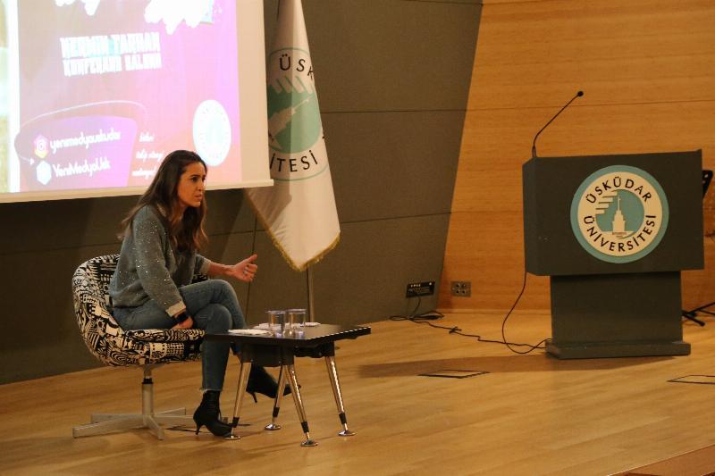 Youtube fenomeni Aslı Kızmaz Üsküdar Üniversitesi'nde