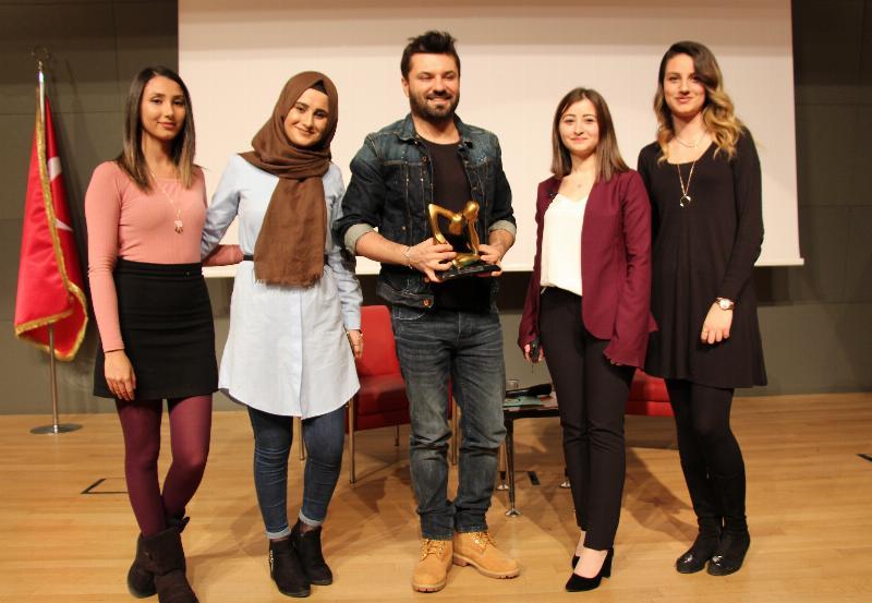 Pop sanatçısı Emir Üsküdar Üniversitesi'nde 3