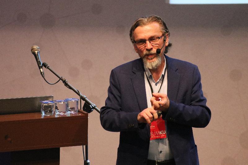 """Prof. Dr. Nevzat Tarhan: """"Sinir bilim bilimin geleceği"""" 4"""