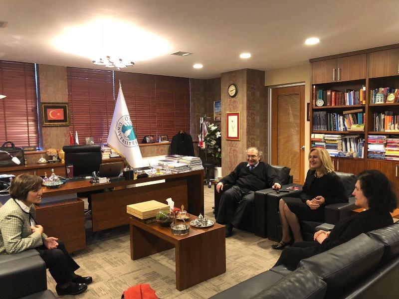 Prof. Dr. Aşkın Asan Üsküdar Üniversitesi stüdyolarını gezdi