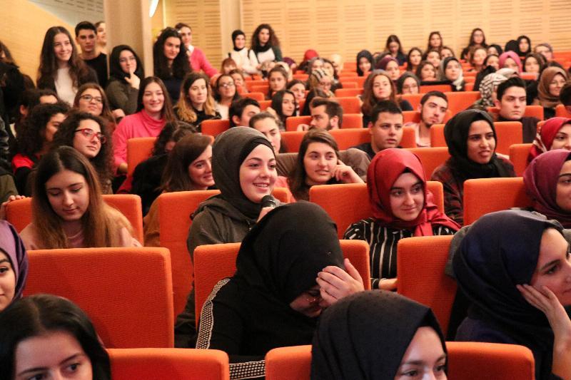 Ünlü çift Üsküdar Üniversitesinde öğrencilerle buluştu 4