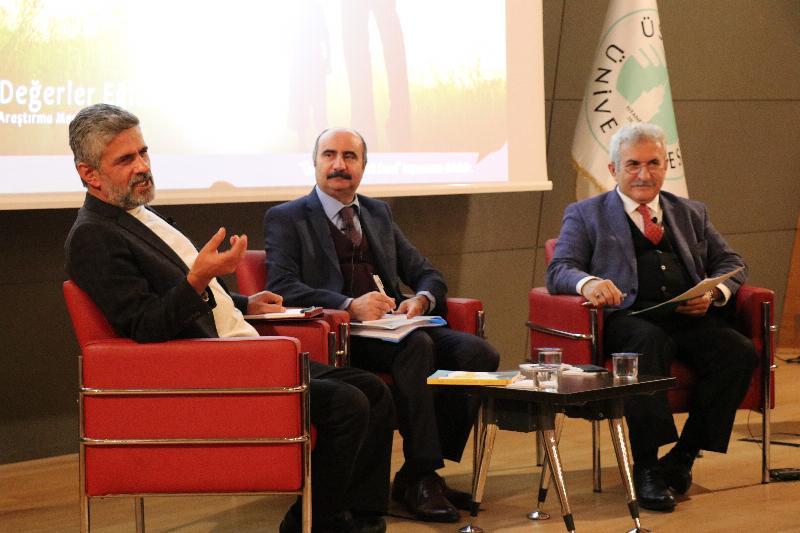 """""""Değerler"""" Üsküdar Üniversitesinde konuşuldu"""
