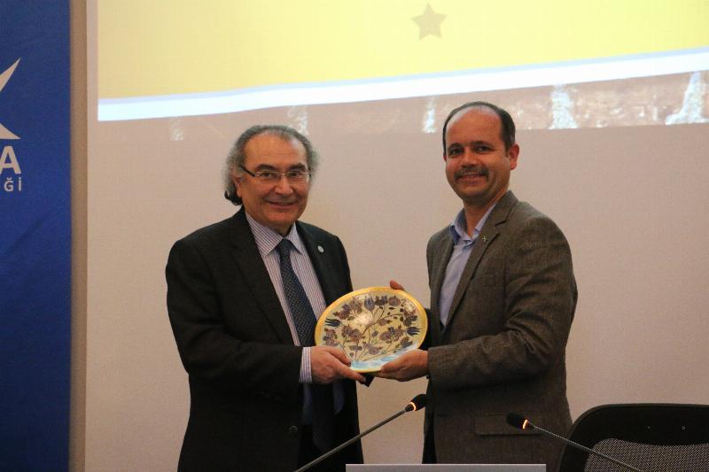 """Prof. Dr. Nevzat Tarhan """"Şehir Stresi ve Stres Yönetimi"""" ni anlattı 2"""