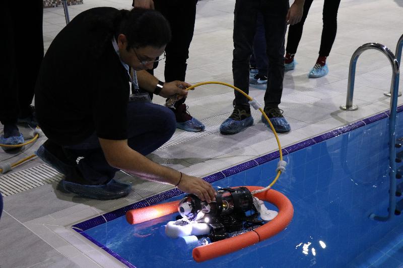 Genç mucitler akıllı robotlarıyla yarıştı 3