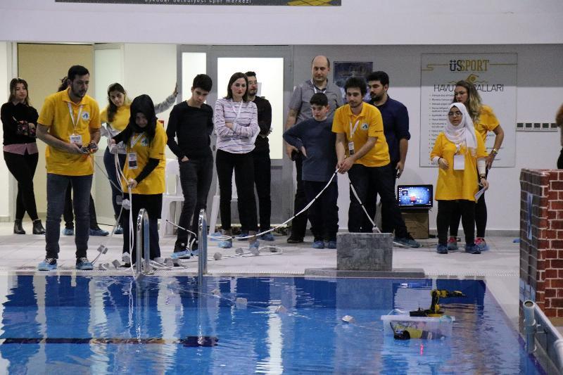 Genç mucitler akıllı robotlarıyla yarıştı