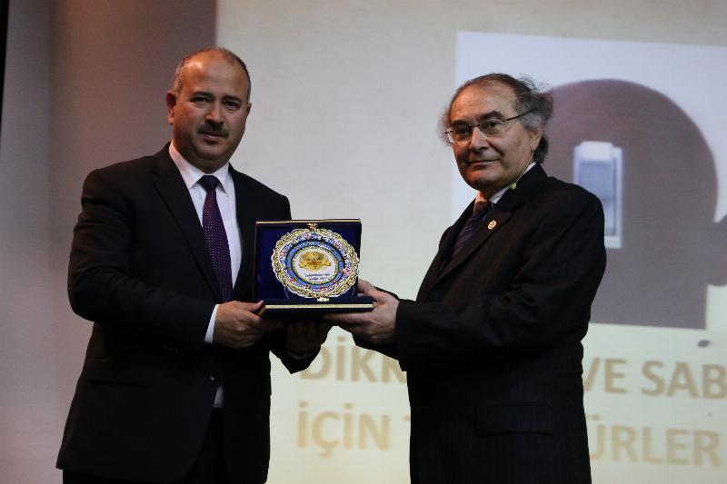 """Prof. Dr. Nevzat Tarhan: """"Öğretmenin kişiliği eğitimin can suyudur"""" 5"""