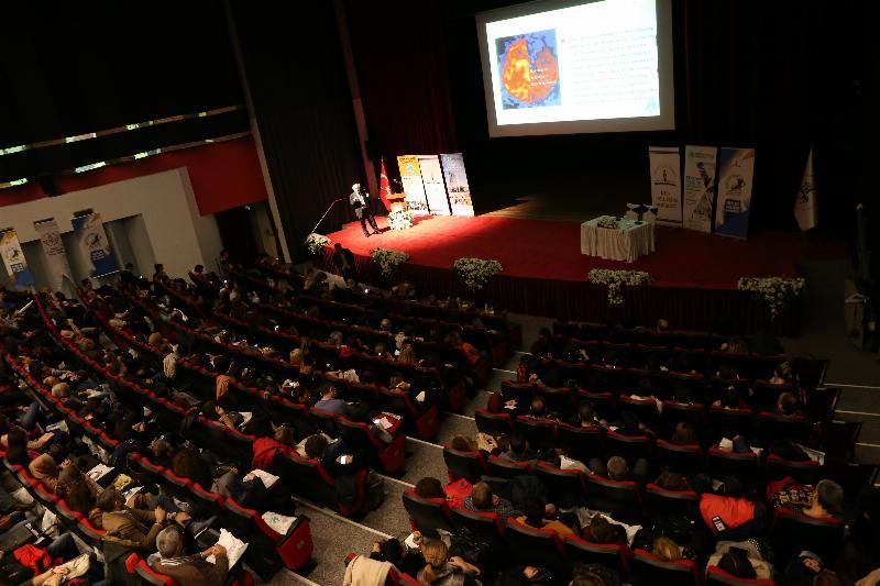"""Prof. Dr. Nevzat Tarhan: """"Öğretmenin kişiliği eğitimin can suyudur"""""""