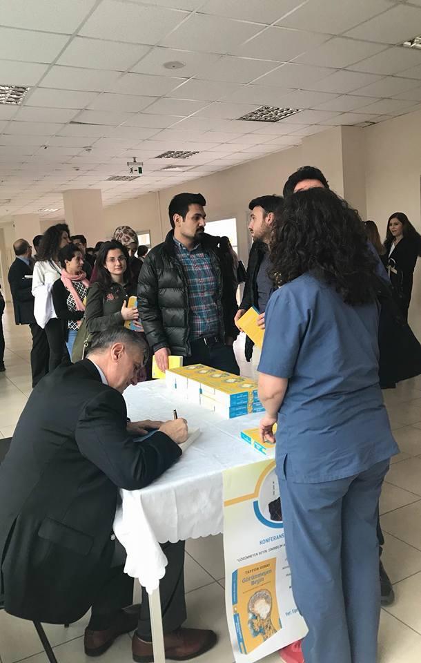 Prof. Dr. Tayfun Uzbay İzmir'de Görünmeyen Beyin'i anlattı 2