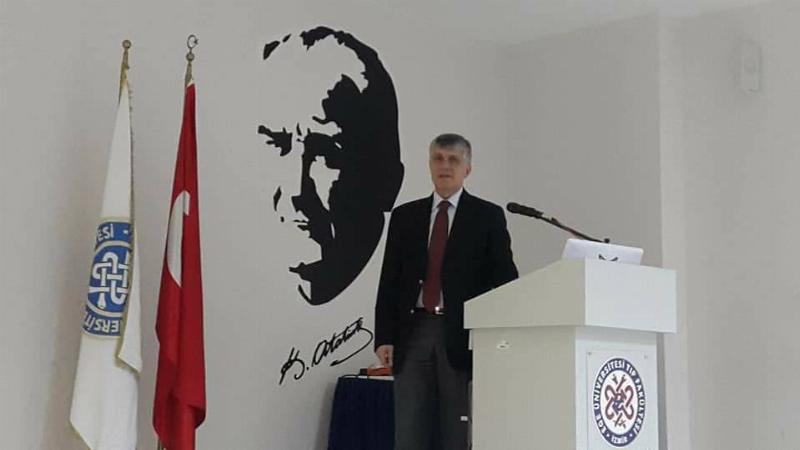 Prof. Dr. Tayfun Uzbay İzmir'de Görünmeyen Beyin'i anlattı