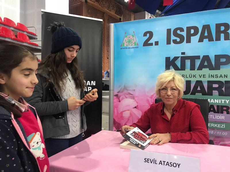 Prof. Dr. Sevil Atasoy Isparta'da kitapseverlerle buluştu 2