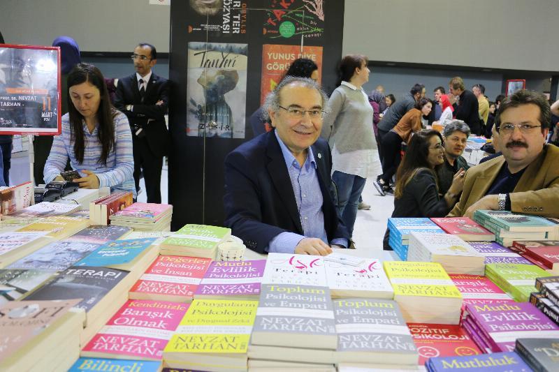 Prof. Dr. Nevzat Tarhan 5. Uluslararası CNR Kitap Fuarında okurlarıyla buluştu