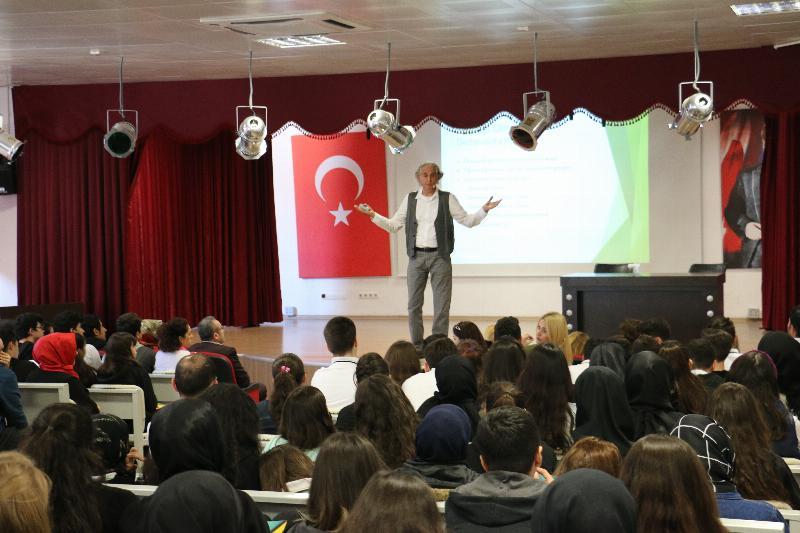 Prof. Dr. Haydar Sur öğrencilerle buluştu