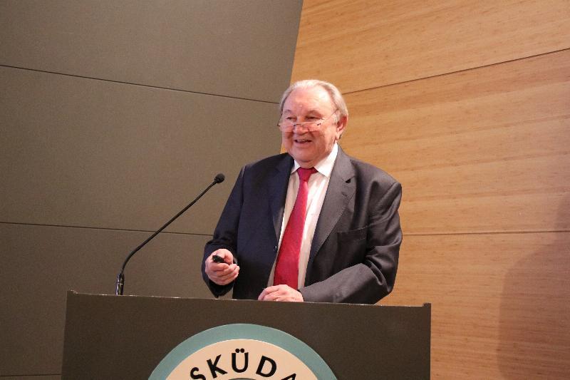 """Üsküdar Üniversitesinde """"21. Yüzyıl Türk Dış Politikası"""" konuşuldu"""