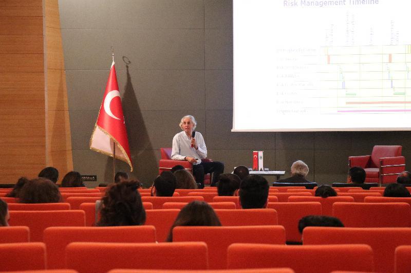 1 Konu 1 Konuk'a Prof. Dr. Haydar Sur katıldı