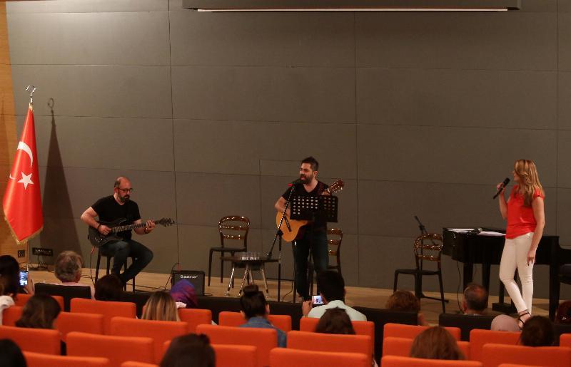 """Üsküdar Üniversitesinde """"Yaza Merhaba"""" konseri"""