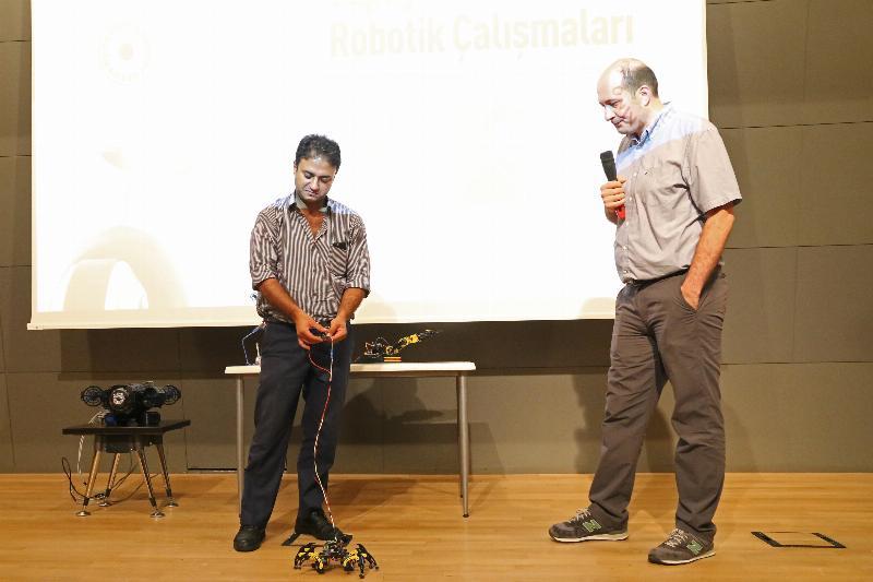 Üsküdar Üniversitesinde yapay zekâ ve robotik çalışmalar konuşuldu
