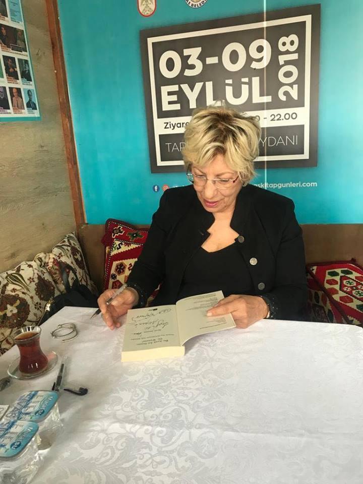 Prof. Dr. Sevil Atasoy Sivas Kitap Fuarı'nda okurları ile buluştu 2