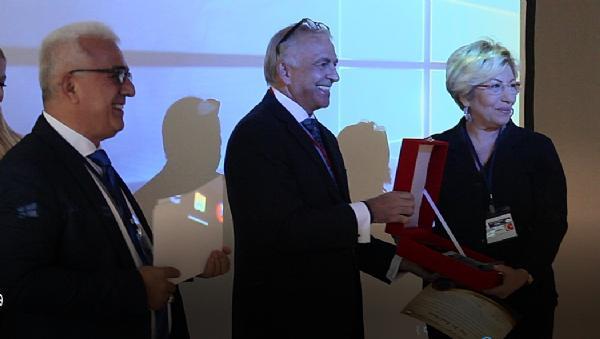 "Prof. Dr. Sevil Atasoy'a ""11 İyi Adam Dedektif Ödülü"" verildi"