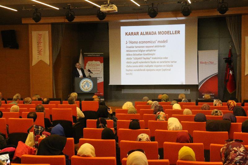 """Prof. Dr. Nevzat Tarhan: """"Hakikati korkutarak anlatamayız"""""""