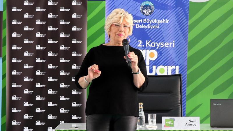 Prof. Dr. Sevil Atasoy Kayseri kitap Fuarı'nda okurları ile buluştu 2
