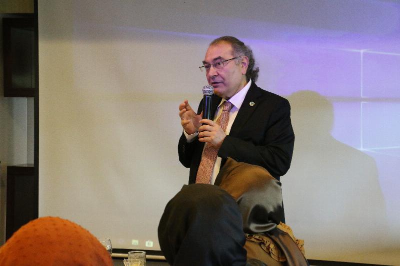 """Prof. Dr. Nevzat Tarhan: """"Çocuğu yok saymak, çocuğu dövmekten daha kötü"""" 5"""