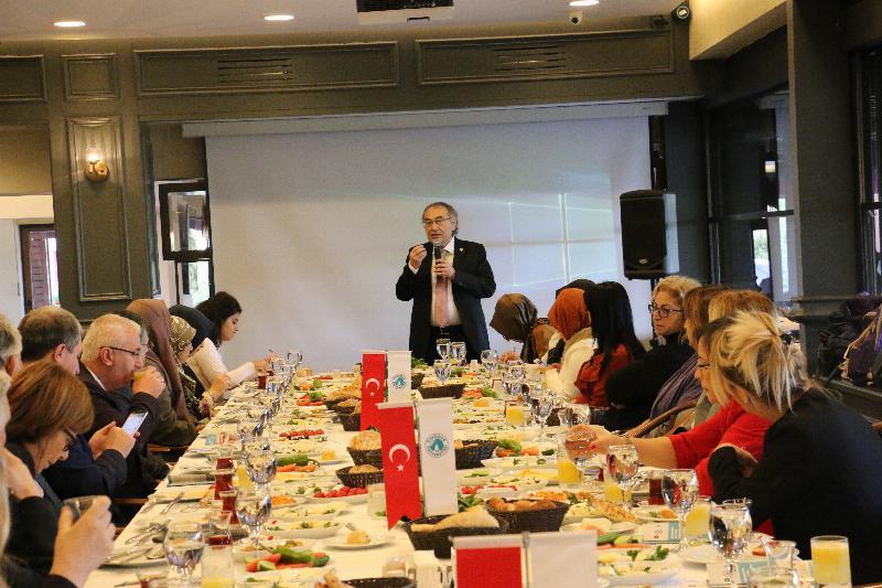 """Prof. Dr. Nevzat Tarhan: """"Çocuğu yok saymak, çocuğu dövmekten daha kötü"""" 4"""