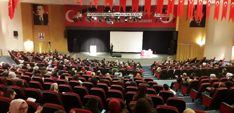Tarhan Erzurum'da gençlerle buluştu