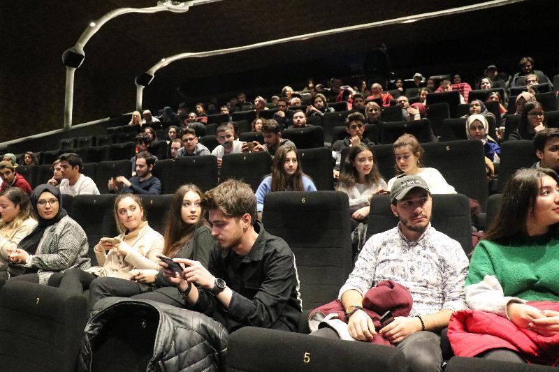 """Üsküdarlı öğrenciler """"Deliler"""" filmini oyuncularıyla seyretti 3"""