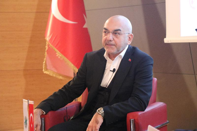 Parlamenter Ozan Ceyhun Üsküdar Üniversitesinde 3