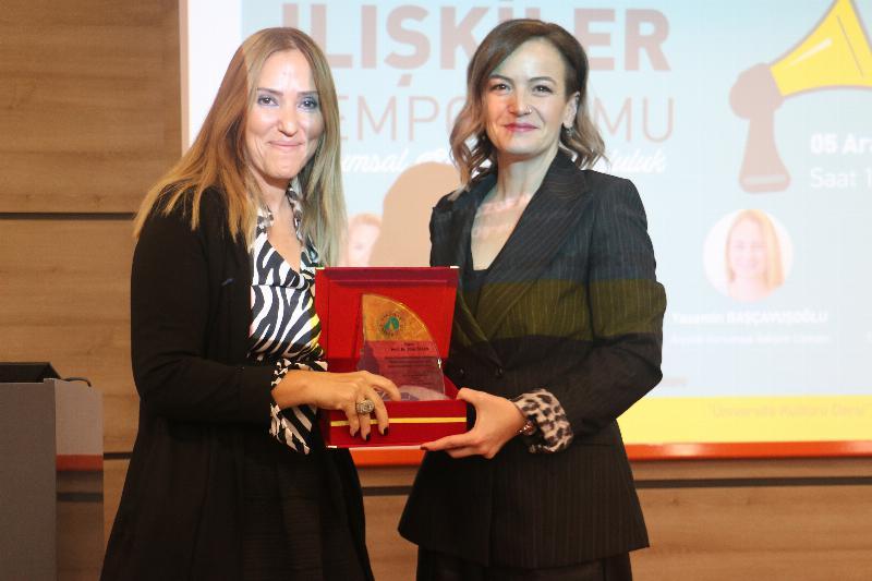 """Halkla İlişkiler Sempozyumunda """"Kurumsal Sosyal Sorumluluk"""" ele alındı 5"""