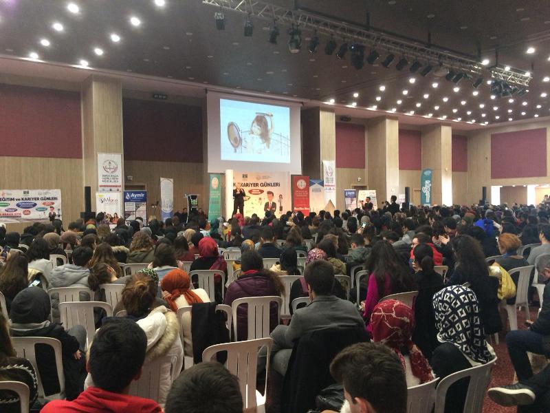 Atasoy ve Arıboğan'ı 5 bin öğrenci dinledi
