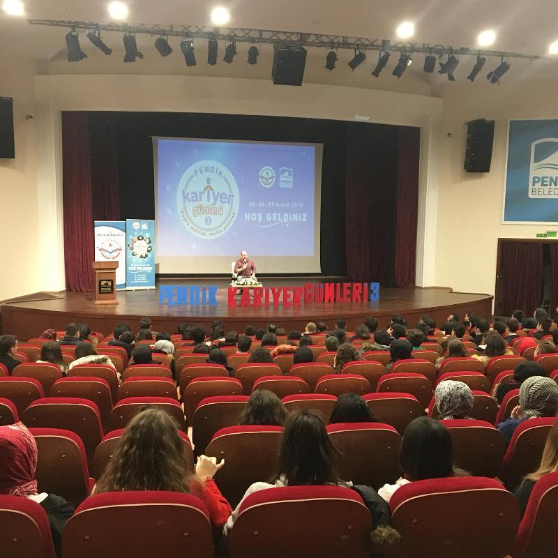 Prof. Dr. Sinan Canan Pendik'te öğrencilerle buluştu
