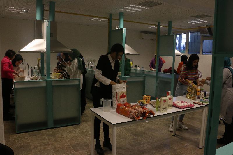 Üsküdar öğrencileri mutfakta