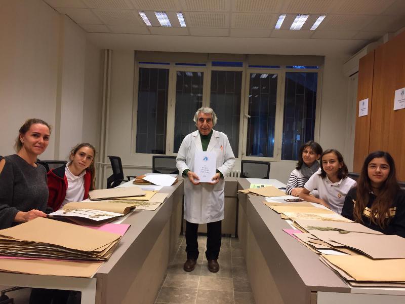 Galatasaray Lisesi öğrencileri Üsküdar Üniversitesi Herbaryumunu ziyaret etti
