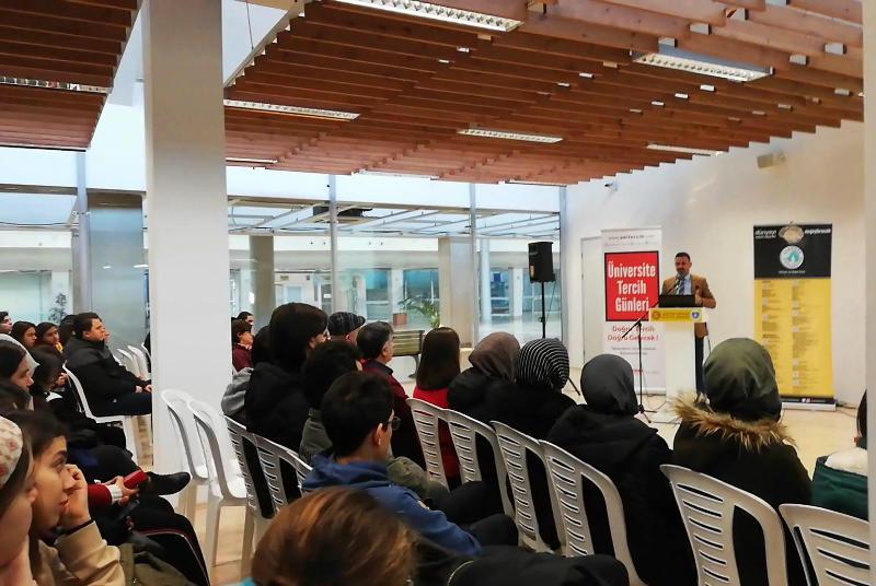 Üsküdar Üniversitesi Bursa'da aday öğrencilerle bir araya geldi