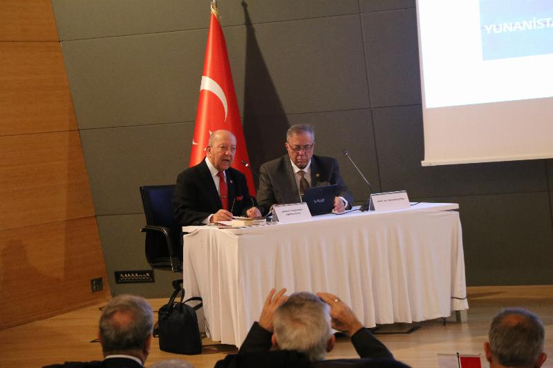 """Üsküdar Üniversitesinde """"Kıbrıs ve Ege Adaları sorunu"""" konuşuldu"""