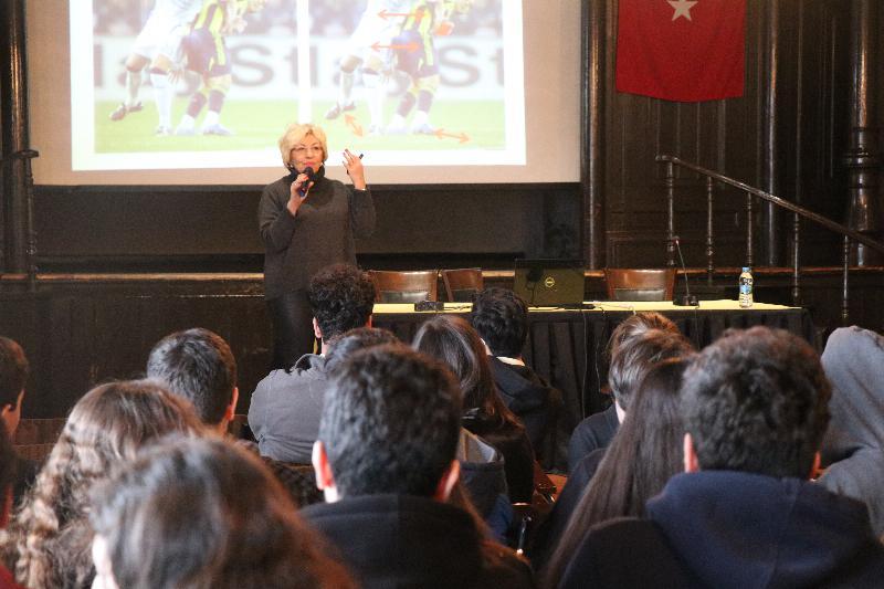 Prof. Dr. Sevil Atasoy İstanbul Erkek Lisesinde öğrencilerle buluştu