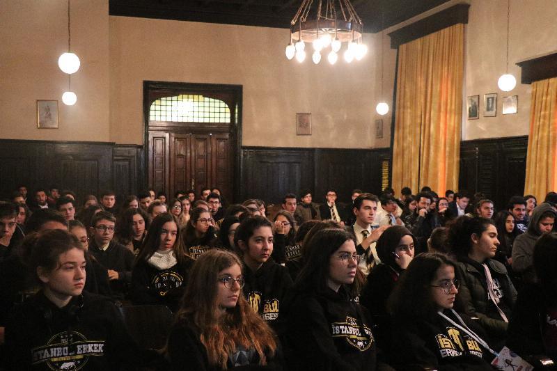Prof. Dr. Sevil Atasoy İstanbul Erkek Lisesinde öğrencilerle buluştu 3