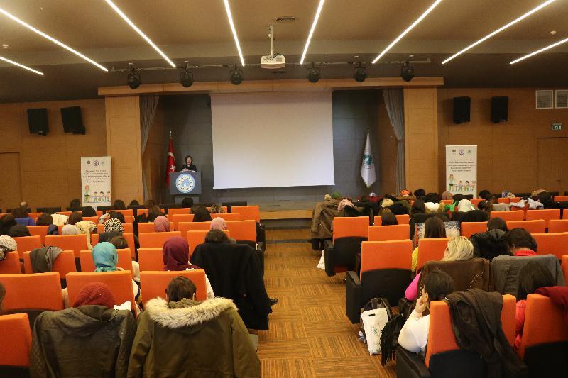Çocuk bakım profesyonelleri eğitimi Üsküdar'da yapıldı
