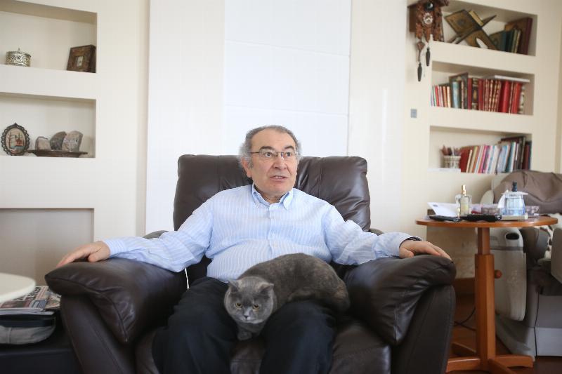 """Prof. Dr. Nevzat Tarhan: """"Kedi, sevginin kokusuyla sahibine bağlanıyor"""" 2"""