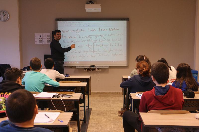 Bilim Olimpiyatları Öğrencileri 3. kez Üsküdar'da 2