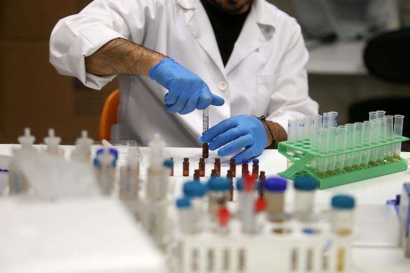 """Üsküdar Üniversitesi, zayıflama çayındaki """"yasaklı maddeyi"""" tespit etti"""