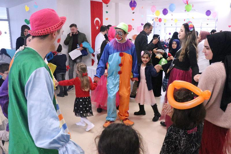 Çocuk gelişimi öğrencilerinden miniklere eğlenceli atölye… 2