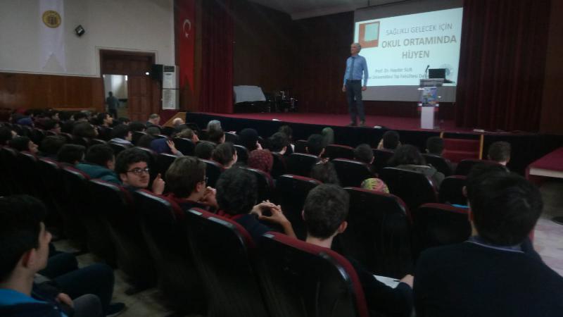 Prof. Dr. Haydar Sur öğrencilerle bir araya geldi