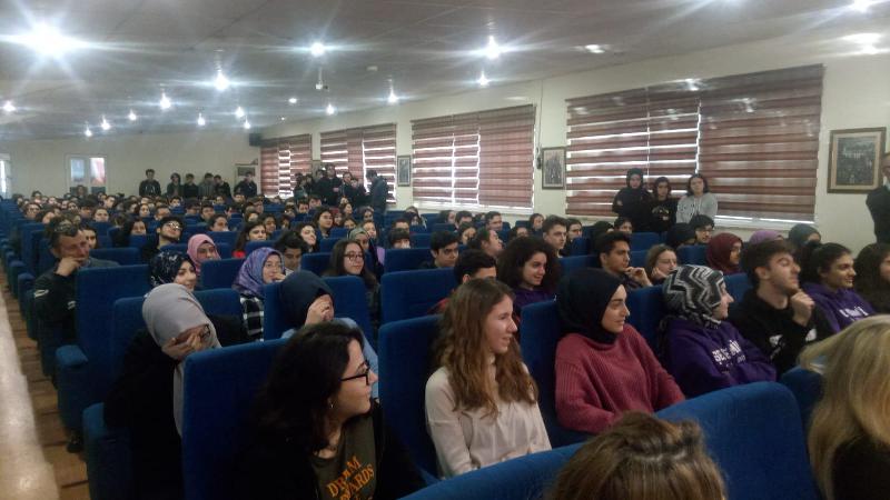 Prof. Dr. Sinan Canan öğrencilere 'Beyin, hızlı öğrenme ve yaratıcılık'ı anlattı 2