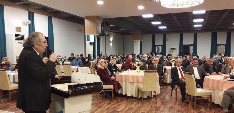 """Prof. Dr. Nevzat Tarhan'dan Kocaeli'nde """"Bilinçli Aile Olmak"""" Konferansı"""