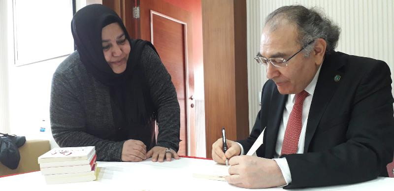"Prof. Dr. Nevzat Tarhan Isparta'da üniversite öğrencilerine ""İnanç Psikolojisi"" ni anlattı 3"