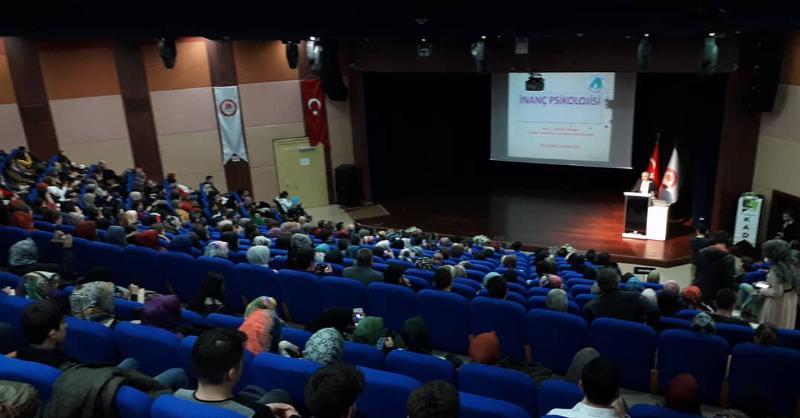 "Prof. Dr. Nevzat Tarhan Isparta'da üniversite öğrencilerine ""İnanç Psikolojisi"" ni anlattı"