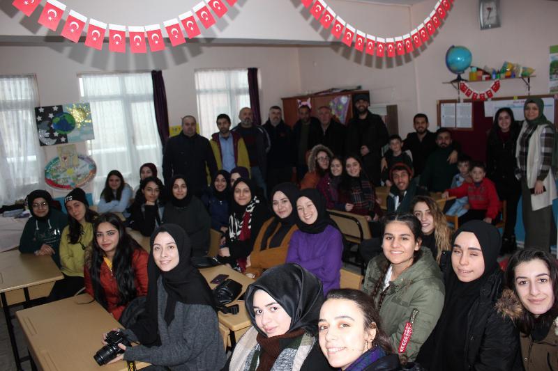 Üsküdar Üniversitesi öğrencileri Yalova'da 2 bin kitaplık kütüphane kurdu